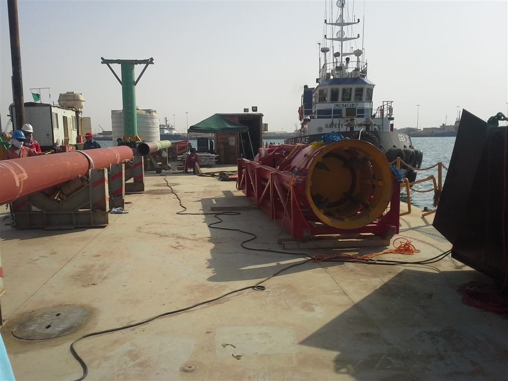 Pile removal in Tanajib Harbour, Saudi Arabia
