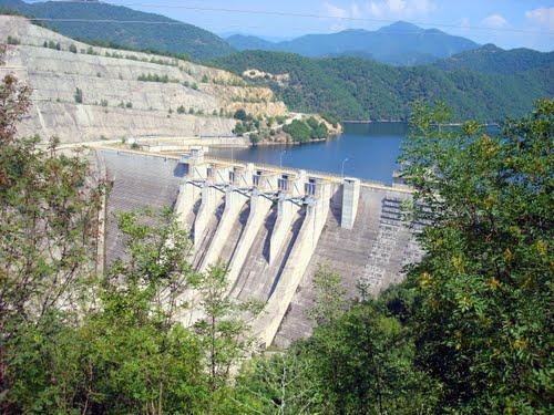 DCN Platanovrisi Hydropower RCC Dam 2002